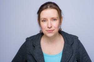 Frau Steinit, Abteilung Kosmetik in der Cosichem AG